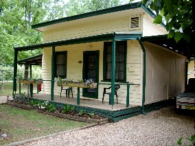 Pioneer Garden Cottages - Carnarvon Accommodation