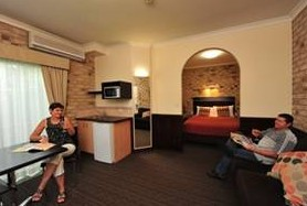 Highlander Motor Inn And Apartments - Carnarvon Accommodation