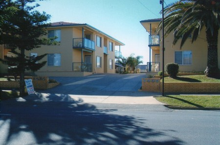 AA Madalena Court Holiday Apartments - Carnarvon Accommodation
