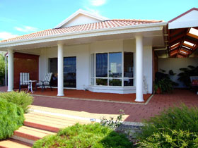 Close Encounters Bed and Breakfast - Carnarvon Accommodation
