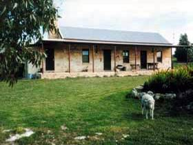 Mt Dutton Bay Woolshed Heritage Cottage - Carnarvon Accommodation