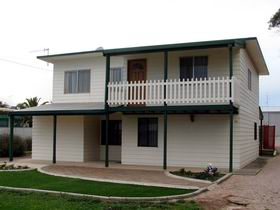 Louth Bay Holiday Apartment - Carnarvon Accommodation