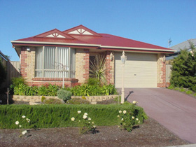 Lakeside Getaway - Carnarvon Accommodation