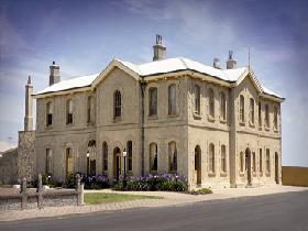 The Customs House - Carnarvon Accommodation