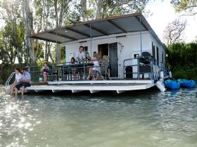 The Murray Dream Self Contained Moored Houseboat - Carnarvon Accommodation