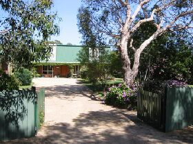 Pelican Bay Bed and Breakfast - Carnarvon Accommodation
