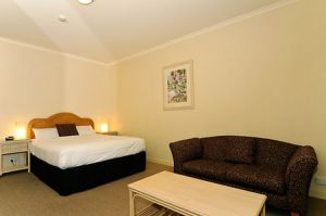 Quality Hotel Tiffins on the Park - Carnarvon Accommodation