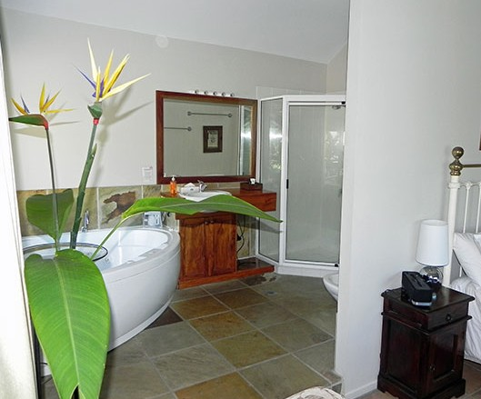 Airlie Waterfront Bed and Breakfast - Carnarvon Accommodation