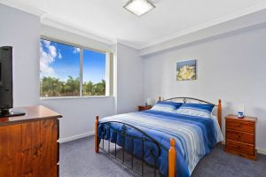 Lakeside Waterfront Apartment 18 - Carnarvon Accommodation