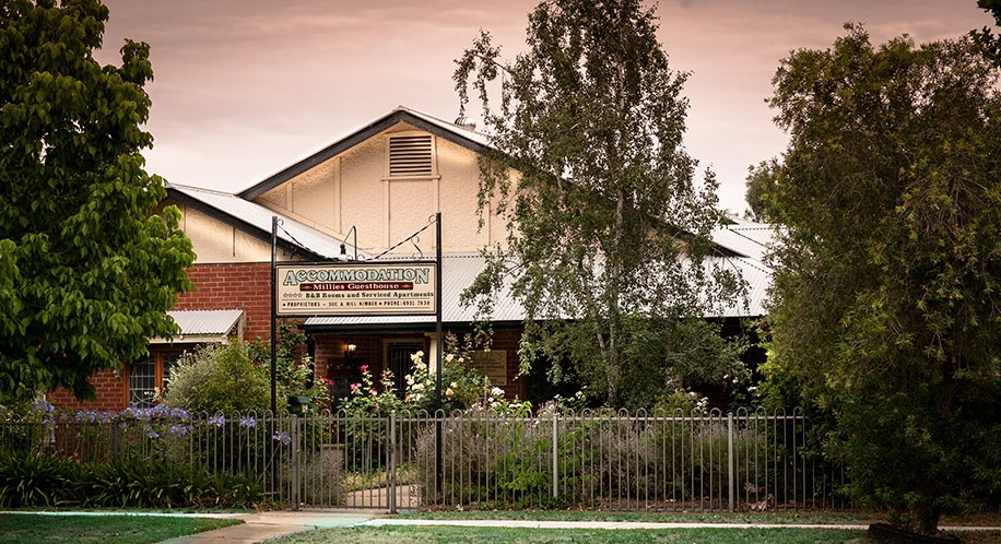 Millies Guesthouse  Serviced Apartments - Carnarvon Accommodation