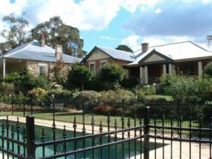 Chapel House - Carnarvon Accommodation