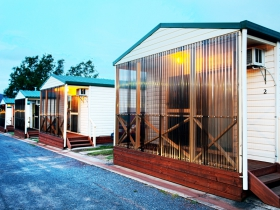Discovery Holiday Parks  Hadspen Cosy Cabins