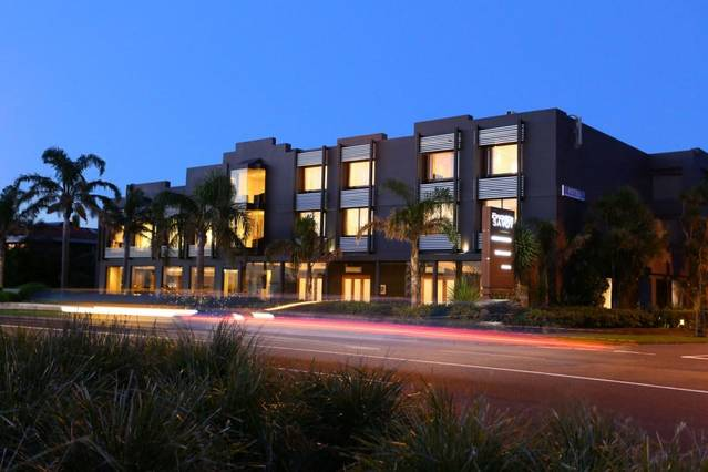 The Brighton Savoy Hotel - Carnarvon Accommodation