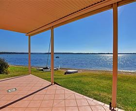Luxury Waterfront House - Carnarvon Accommodation