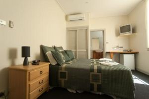 Tommys Tavern  - Carnarvon Accommodation