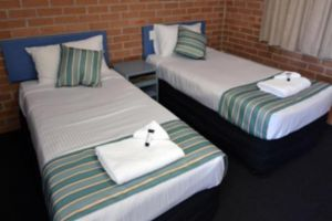 The Oaks Hotel Motel  - Carnarvon Accommodation