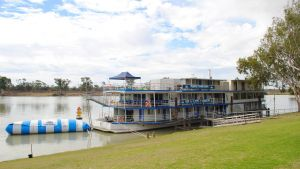 Murray River Queen Backpackers - Carnarvon Accommodation
