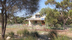 Broken Gum Country Retreat - Carnarvon Accommodation