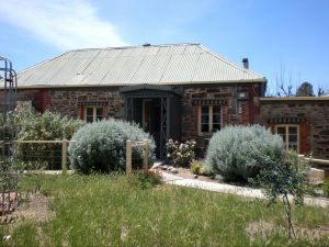 Olive Grove Retreat - Carnarvon Accommodation