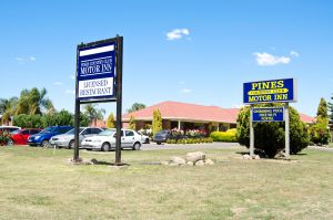 Pines Country Club Motor Inn - Carnarvon Accommodation