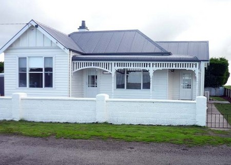Calgary House  Cottage Accommodation - Carnarvon Accommodation
