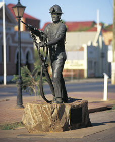 Miners Monument - Carnarvon Accommodation