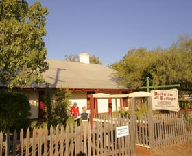 Morby Cottage - Carnarvon Accommodation