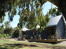 No. 58 Cellar Door  Gallery - Carnarvon Accommodation