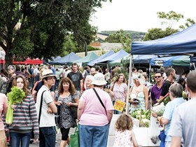 Willunga Farmers' Market - Carnarvon Accommodation