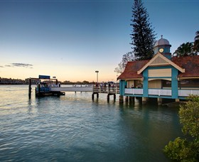 Oxford Street Bulimba - Carnarvon Accommodation