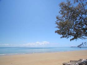 Blacks Beach - Carnarvon Accommodation