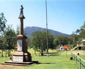 Maroon State School War Memorial - Carnarvon Accommodation