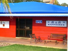 M and M Sapphires - Carnarvon Accommodation