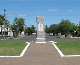 War Memorial and Heroes Avenue - Carnarvon Accommodation