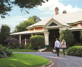 Historical Walk Through Russell Street - Carnarvon Accommodation