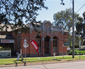 Old Post Office Seymour - Fine Art Gallery  Licensed Restaurant - Carnarvon Accommodation