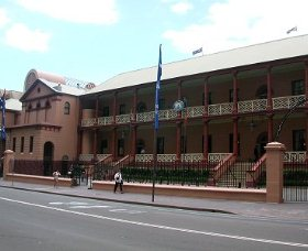 Parliament House - Carnarvon Accommodation