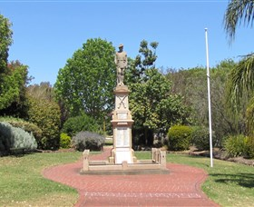 Greenmount War Memorial - Carnarvon Accommodation