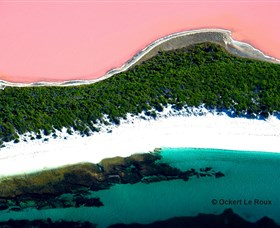 Lake Hillier - Carnarvon Accommodation