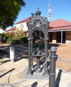 Witcombe Fountain - Carnarvon Accommodation