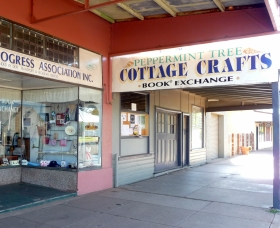 Peppermint Tree Cottage Crafts - Carnarvon Accommodation