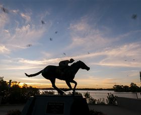 Black Caviar Statue - Carnarvon Accommodation