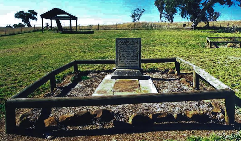 Yuranighs Aboriginal Grave Historic Site - Carnarvon Accommodation