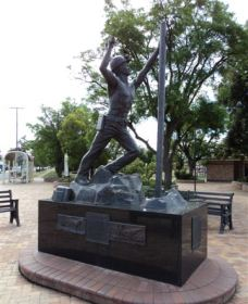 Miners Memorial Statue - Carnarvon Accommodation