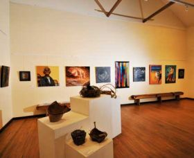 Blue Knob Hall Gallery and Cafe - Carnarvon Accommodation