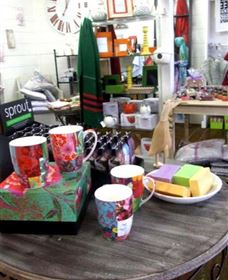 The Famous Tinonee Cafe and Gift Shop - Carnarvon Accommodation