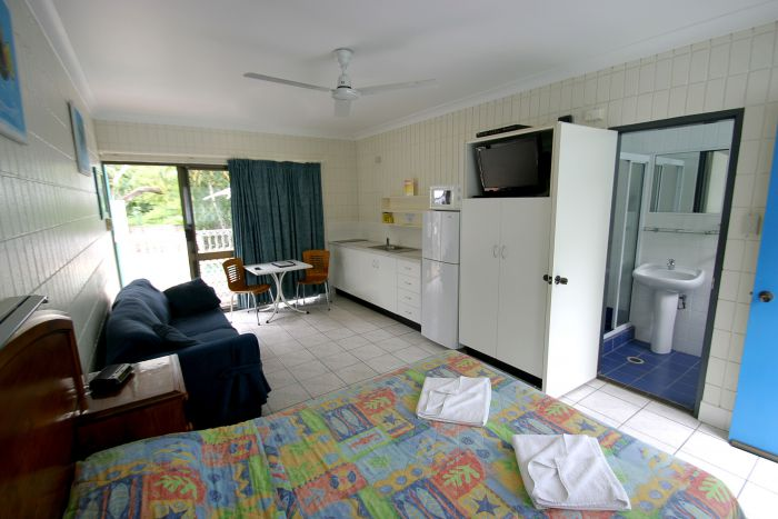 Tropical Palms Inn - Carnarvon Accommodation