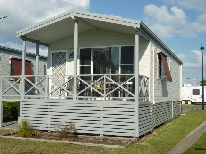 Belmont Pines Lakeside Holiday Park - Carnarvon Accommodation