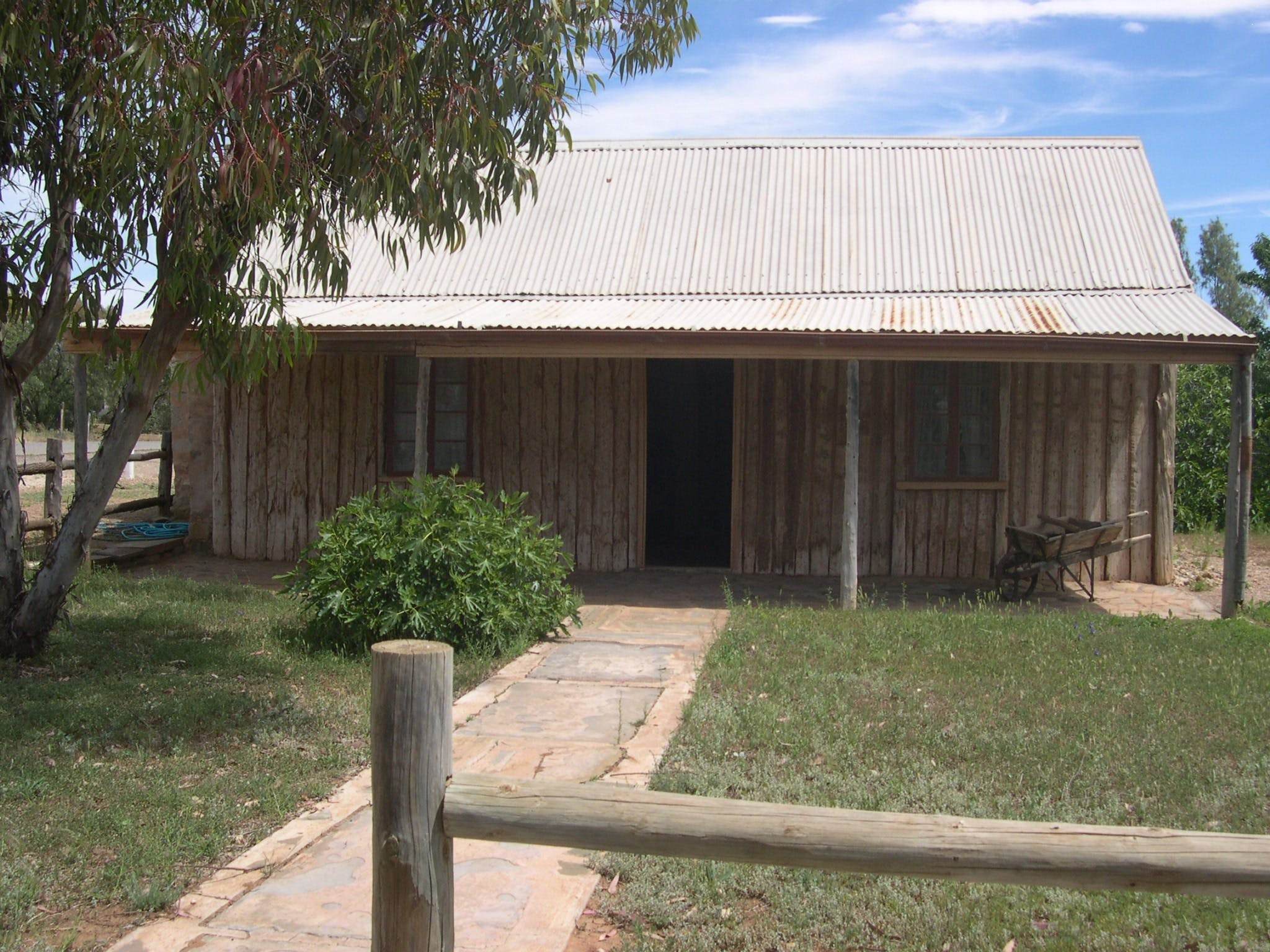 Early Settlers Cottage Solly's Hut - Carnarvon Accommodation