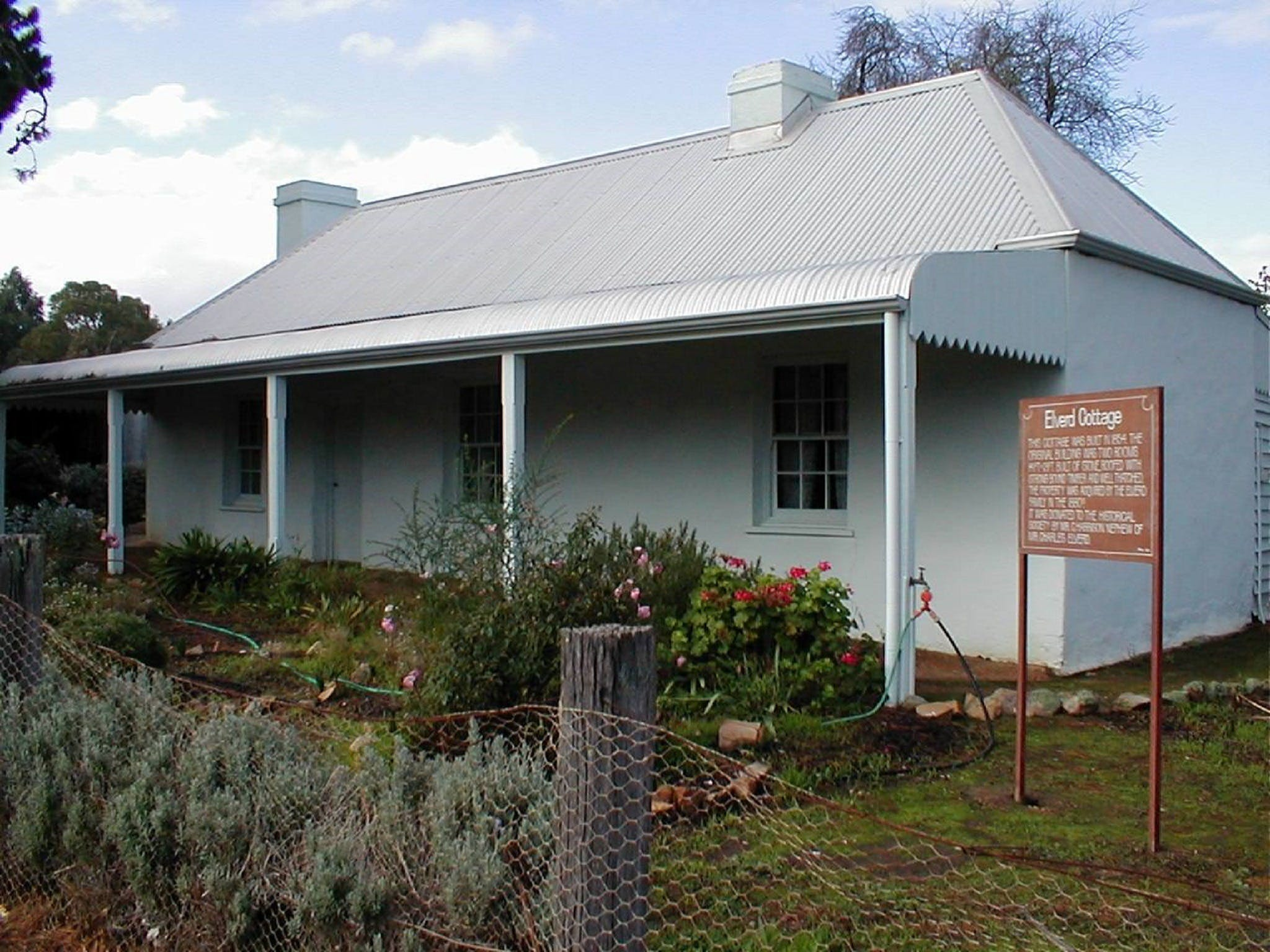 Elverd Cottage - Carnarvon Accommodation